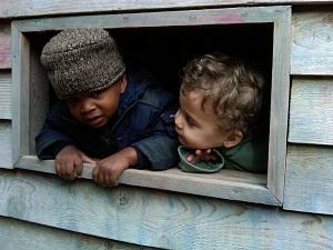 boys_in_window